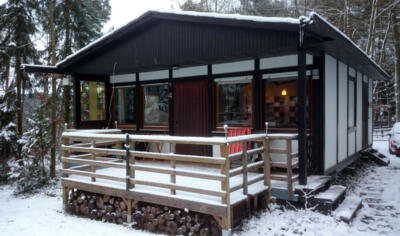 6 - voorzijde vakantiehuis huis in de sneeuw